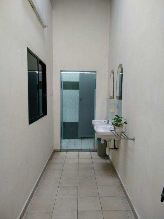 Single Room with share bathroom
