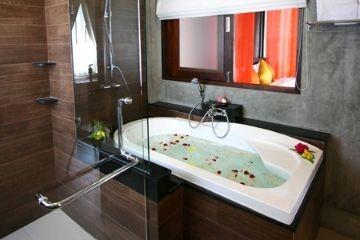 Majestic Suite Poolside Villas