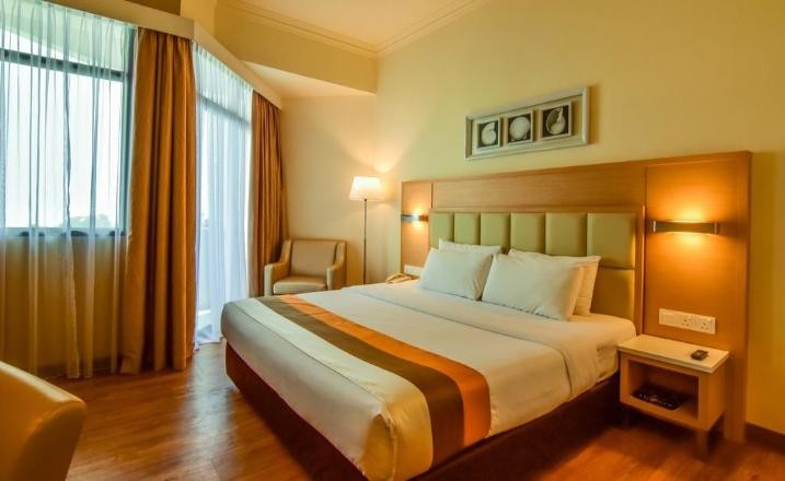Superior Twin Room with Partial Sea View